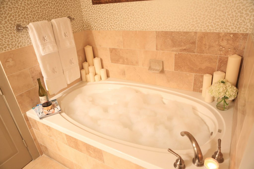 Apartment Reveal: It\'s Bubble Bath Time! | KERRently by Courtney Kerr